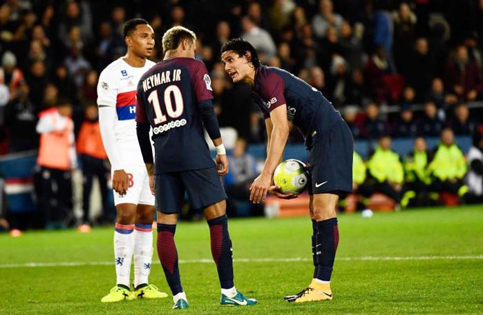 Neymar yêu cầu ông chủ PSG đuổi ngay Cavani