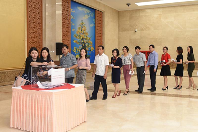 Thủ tướng quyên góp ủng hộ đồng bào miền Trung