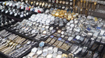 Phát hiện 21 đồng hồ Thụy Sỹ quấn trên người tại Tân Sơn Nhất