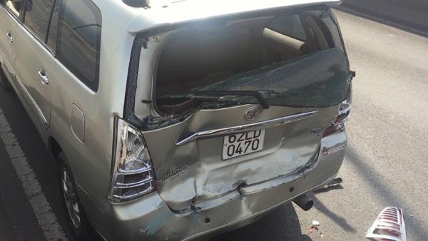 Xe tải gây tai nạn rồi bỏ trốn trên cầu 'tử thần' ở Sài Gòn