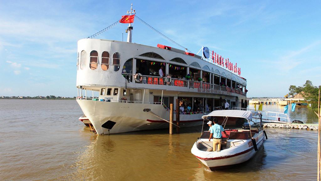 Du thuyền triệu đô hoạt động không phép trên sông Lam