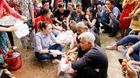 Mỹ Tâm ngồi bệt xuống đất hỏi thăm người già neo đơn