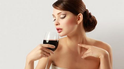 Ngỡ ngàng với công dụng giảm cân của rượu vang
