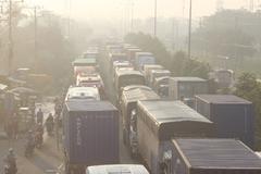 Tông xe liên hoàn trên QL1, giao thông ùn tắc nghiêm trọng