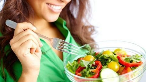 Ăn những thực phẩm này để giảm cân vùng mặt nhé