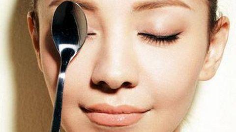 Massage mặt bằng thìa giúp giảm cân vùng mặt