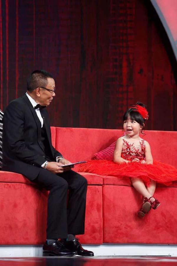 Clip con gái và bố trổ tài 'diễn sâu' khiến ai cũng mong có một tiểu công chúa