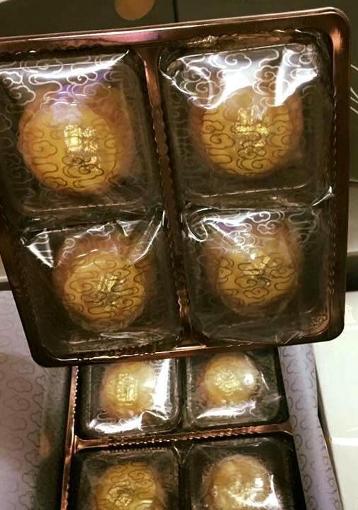 Bánh trung thu dát vàng 24K: Bán cả nghìn chiếc