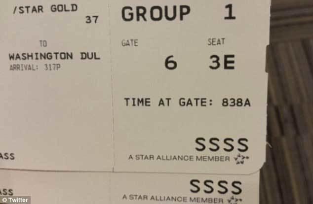 Giải mã dòng chữ SSSS bí ẩn trên thẻ lên máy bay