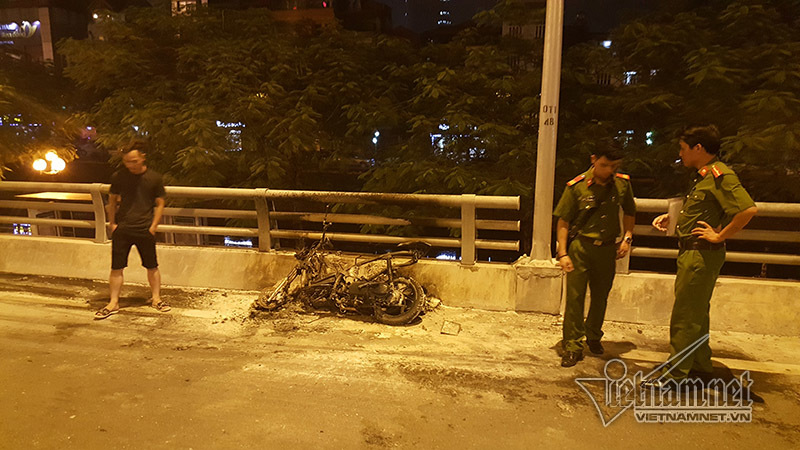 cháy, cháy xe máy, Hà Nội, cầu Nhật Tân