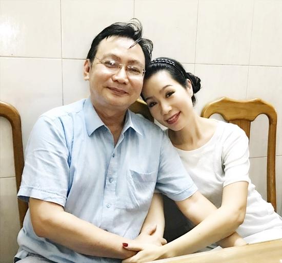 Người đàn ông 17 năm mang lại hạnh phúc cho Á hậu Trịnh Kim Chi