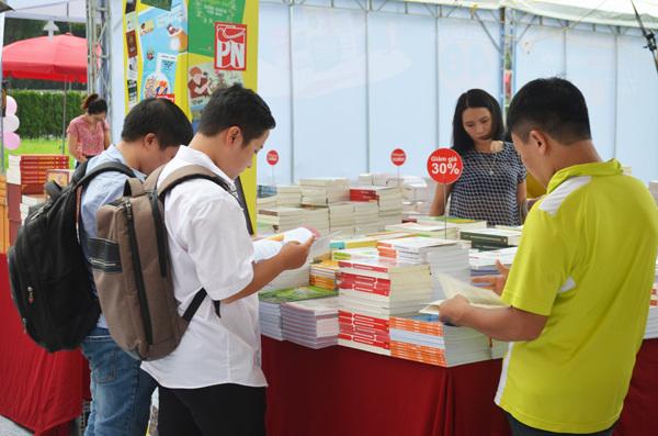 200 gian hàng tham gia Hội sách Hà Nội 2017