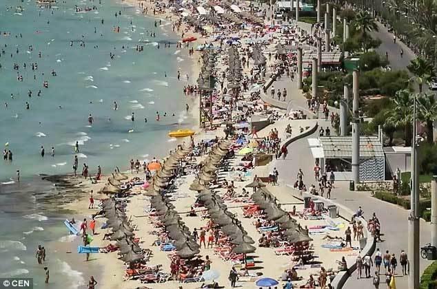Cảnh tượng ghê người trên bãi biển sau mưa lớn