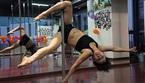 Xem ông già 69 tuổi múa cột điệu nghệ như vũ công