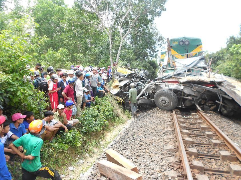 tai nạn đường sắt, tàu hỏa đâm ô tô, tai nạn, tai nạn giao thông