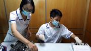 Phía sau 4 tờ kết quả xét nghiệm ADN của cô gái trẻ
