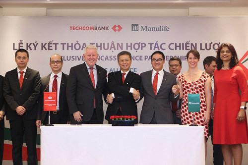 Techcombank và Manulife thiết lập quan hệ hợp tác 15 năm