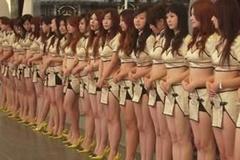 Cám dỗ của những cô gái chân dài theo nghề PG