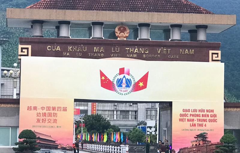 Giao lưu quốc phòng biên giới Việt-Trung