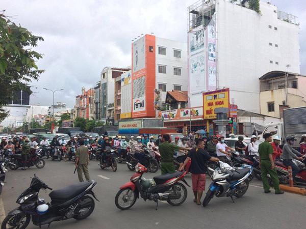 Sài Gòn: Nhà cháy ngùn ngụt, 1 người chết