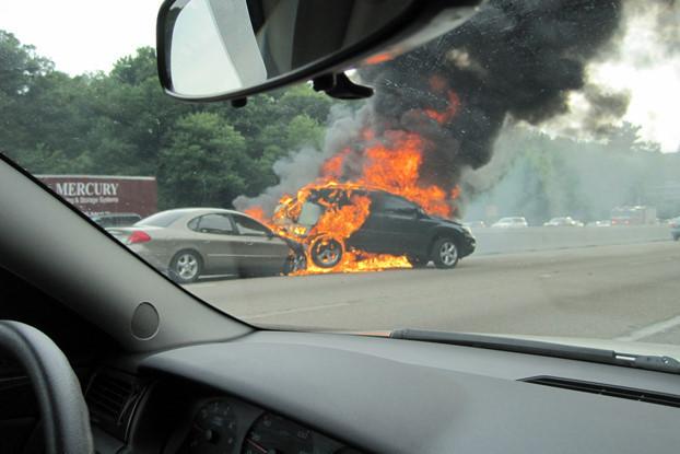 kỹ năng lái xe, nguyên nhân cháy xe, cháy xe, cháy ô tô, động cơ ô tô, bảo dưỡng ô tô,