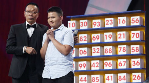 Cậu bé 12 tuổi người Philippines thể hiện tài năng trên sân khấu: