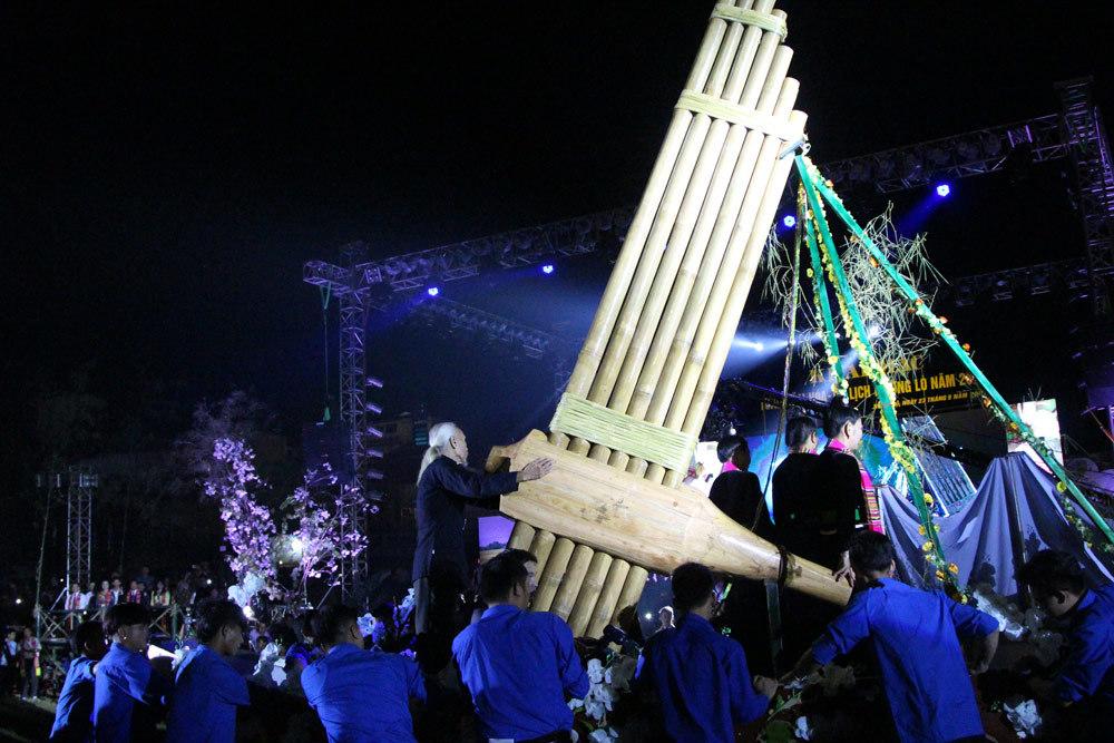 Yên Bái có chiếc Khèn Thái lớn nhất Việt Nam