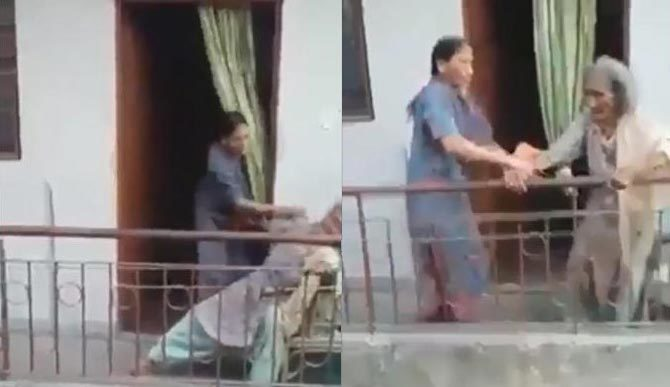 Phẫn nộ cảnh con gái đánh mẹ dã man