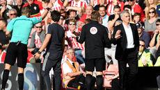 Lý do hài hước khiến Mourinho bị đuổi lên khán đài