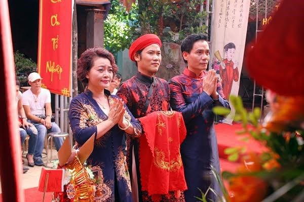 MC Thảo Vân, NSND Lan Hương tham dự lễ giỗ tổ sân khấu