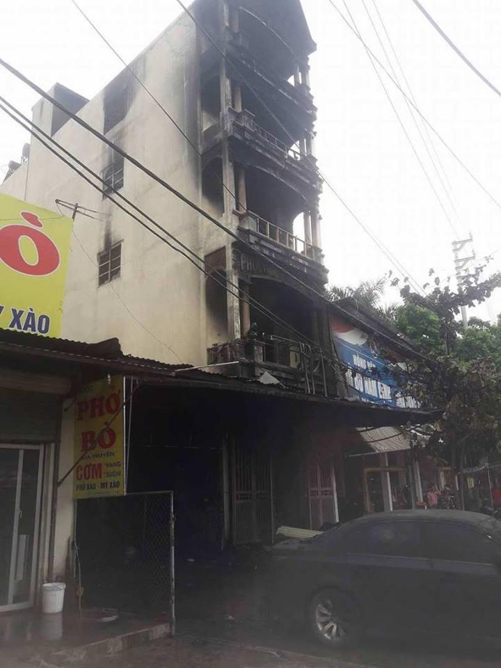 Hà Nội cháy nhà 5 tầng lúc nửa đêm, 2 chị em tử vong