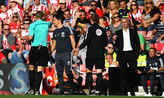 Chọc tức trọng tài, Mourinho may mắn thoát án