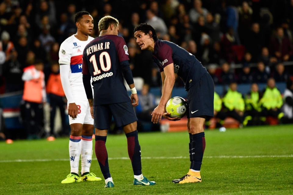 Cavani thách Neymar: Kế hoạch 'bịt mồm' 1 triệu euro bất thành