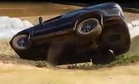 Những pha lùi xe ô tô thảm họa hiếm khi gặp