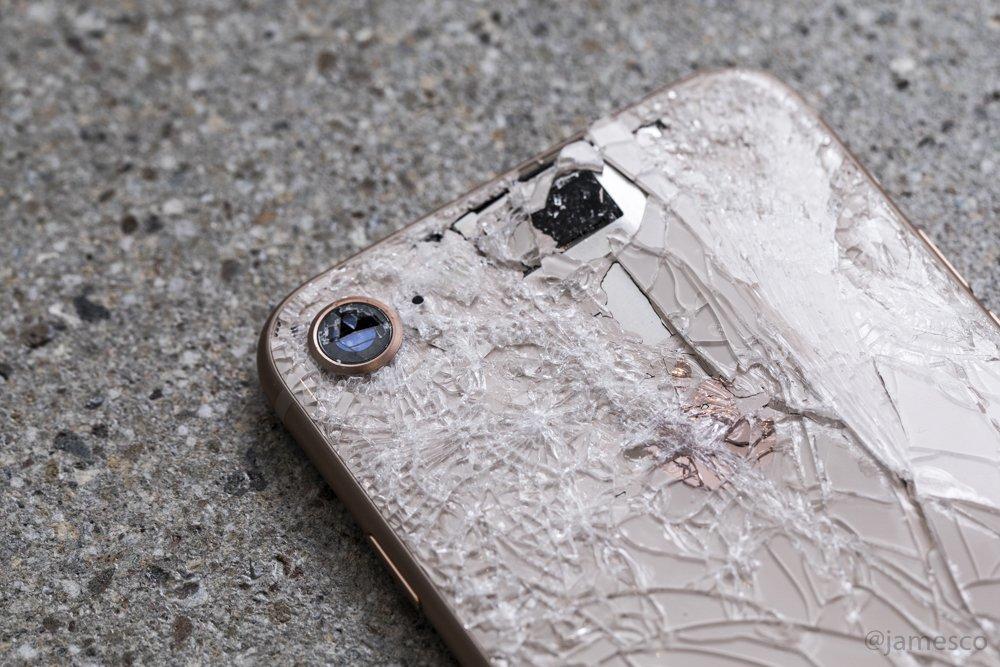 """Những bí mật động trời khi """"mổ bụng"""" iPhone 8"""