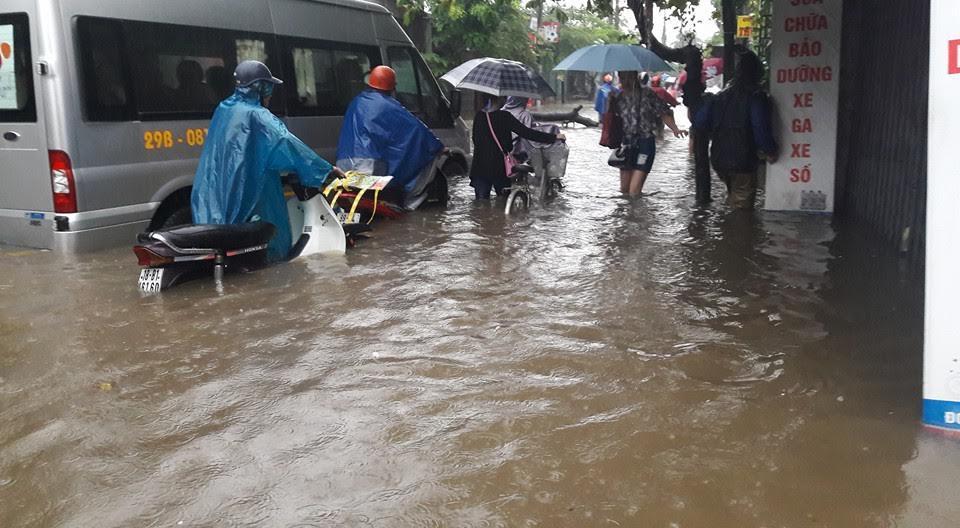 Chiều nay Hà Nội mưa lớn giờ tan tầm, nguy cơ ngập nhiều phố