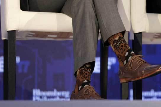 Thủ tướng Canada gây 'bão' với đôi tất cực độc