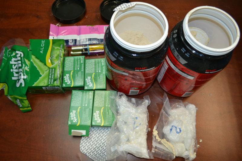 Phát hiện ma túy đá giấu trong quà biếu từ Mỹ về Việt Nam
