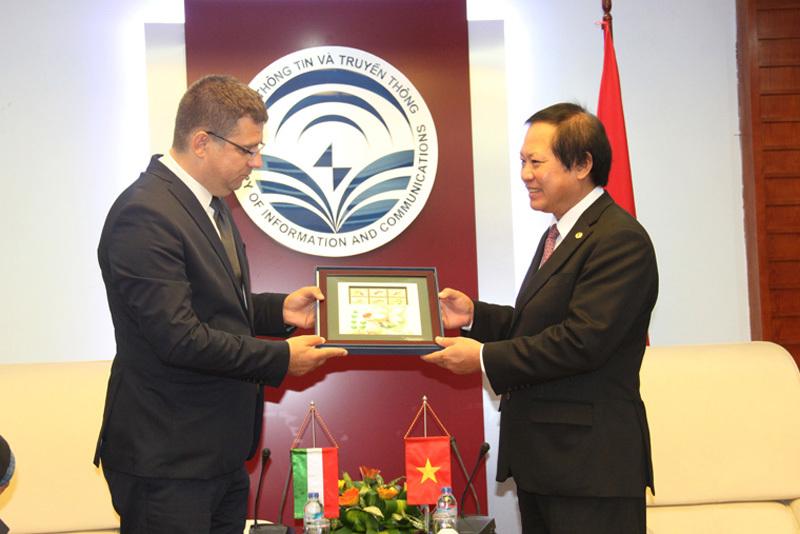 VN ưu tiên hợp tác với Hungary về thông tin và truyền thông
