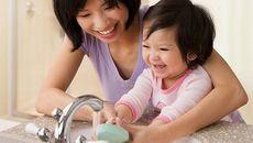 Mách mẹ cách chăm sóc trẻ bị suy dinh dưỡng bào thai0
