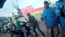 Tài xế GrabBike bị đánh hội đồng trước cổng bến xe