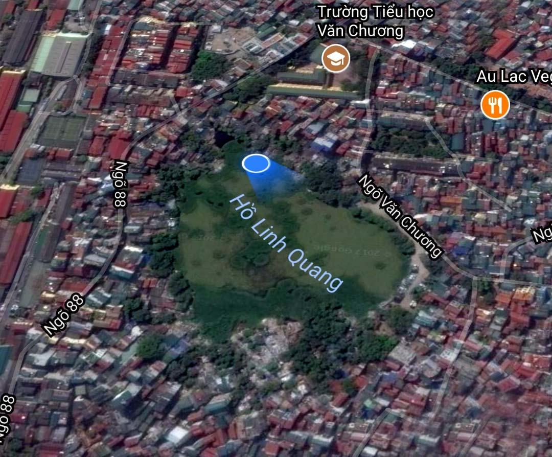 Giữa phố lớn Hà Nội, hồ ngập rác thối