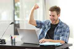 10 mẹo tiết kiệm pin laptop dùng Windows 7