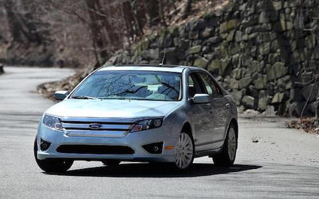 Sở hữu tài sản 'khủng', 5 tỷ phú vẫn trung thành với ô tô rẻ tiền