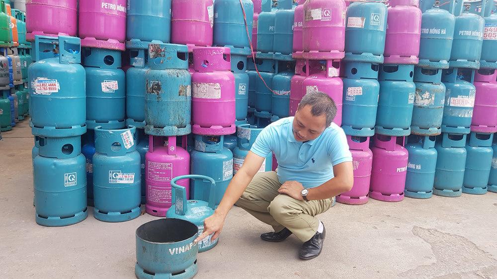 Bên trong gần 30.000 vỏ bình gas bị chiếm