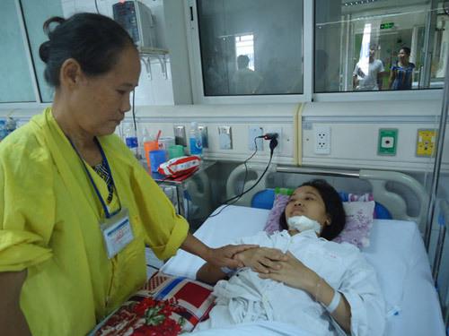 Giải cứu bệnh nhân mang khối u khổng lồ 10 kg