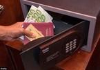 Phó cục trưởng mất gần 400 triệu đồng trong khách sạn