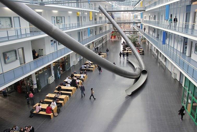 Chiêm ngưỡng cầu trượt khổng lồ ở đại học Đức