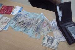 Phó cục trưởng mất gần 400 triệu: Đó là tiền vợ tôi đưa