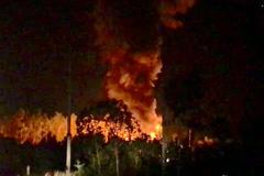 Nhà máy chiết xuất gas nổ như bom: Vợ chồng ôm nhau bỏ chạy